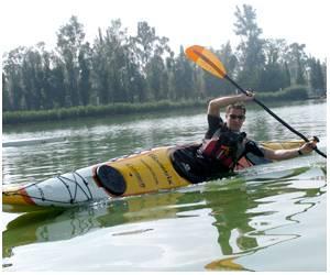 20071001210604-levi-kayak.jpg